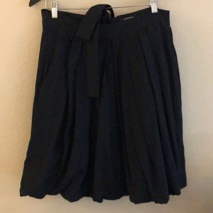 Club Monaco knee-length pleated skirt CUTE!
